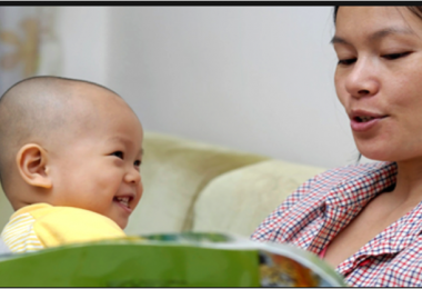 Reading books with toddlers to stimulate language development